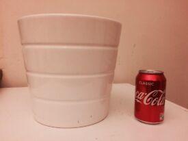 Medium white plant pot - perfect condition