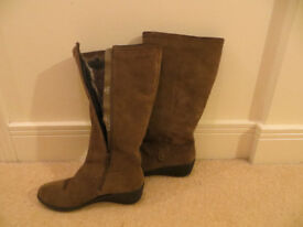 Women's Hotter boots, fur lined, unused. Size 7