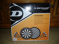 NEW / BOXED TOURNAMENT PAPER DARTBOARD WITH 2 SETS OF DARTS