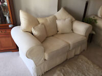 Excellent condition Cream 2 & 3 seater suite with matching cushions