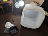 80 x 80 x 80cm light tent with 2 x super bright 135W (cfl) lamps!