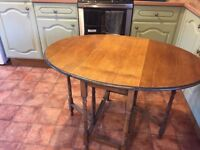 SMALL OAK GATELEG DINING TABLE, MEASURES 110CM X 76CM WHEN EXTENDED, DELIVERY AVAILABLE