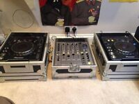 *price drop* Full DJ Setup - Pioneer CDJ 1000 MK2, Mint Cond. DJM 700, Flight Cases, Cables