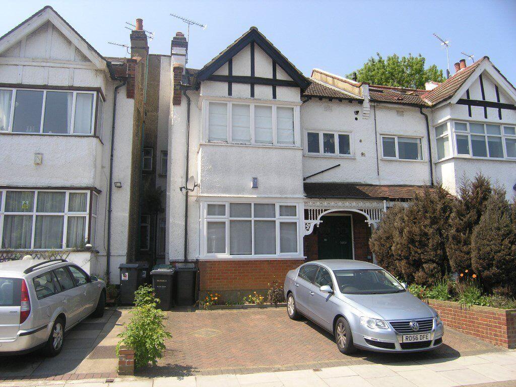 Sunny Gardens Road, Hendon - 2 bed first floor flat