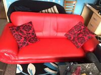 Beautiful Luxurious Leather Sofa in Shining Tremendous condition
