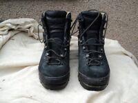 Garmont walking boots sz 11 as new