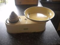 Vintage 1940's Kitchen Scales, made by Harper. With weights. Working fine.