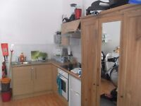 GROUND FLOOR DOUBLE BEDSIT – LESS THAN 10 MINUTE WALK TO STOCKWELL TUBE ST. WITH BILLS INCL!
