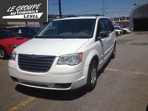 2008 Chrysler Town & Country Touring 135000km certifié