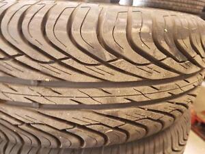 2 pneus d'été 235/70R15 General Altimax RT. 10% d'usure, mesure 11/32.