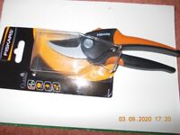 FISKARS Secateurs 15mm SoftGrip - new in packaging - Garden