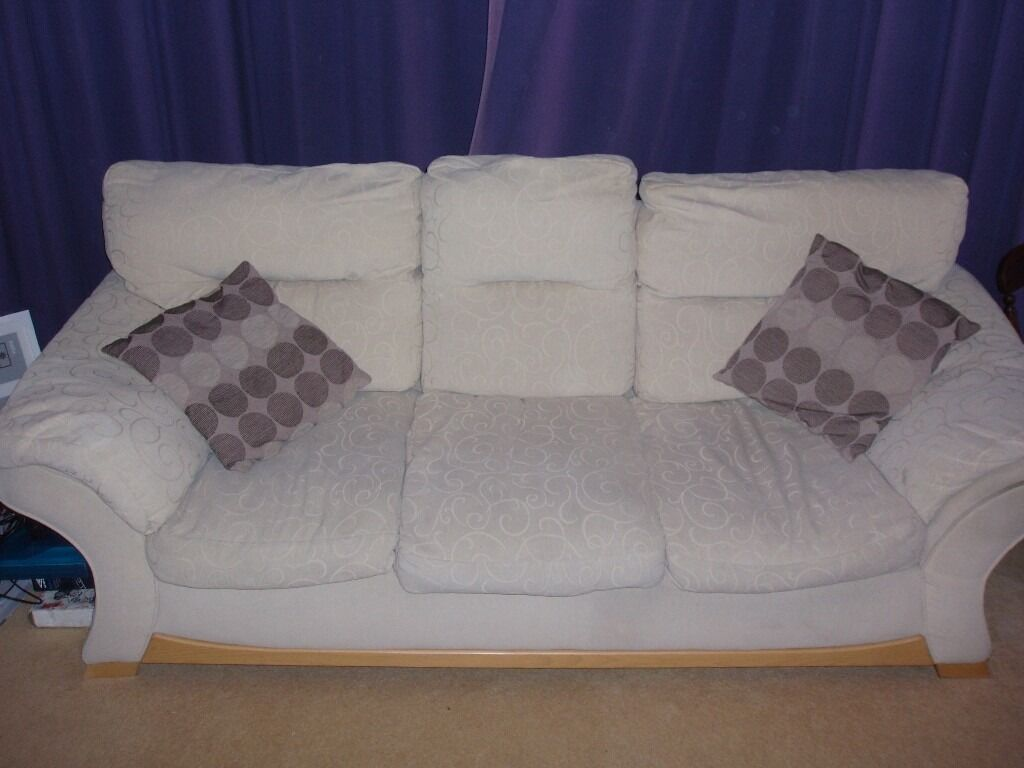 3 Seater Fabric Settee **Must go this weekend**