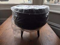 Potjie cooking pot cauldren size 4 , 9.3 litre capacity, cast iron.