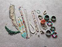 Ladies jewellery (costume)