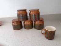Hornsea Bronte: Five storage canisters with wooden lids plus a mug.