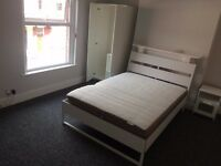 RENOVATED 5 BEDROOM STUDENT HOUSE - LANDCROSS ROAD - STUDENTS/PROFESSIONALS AV JULY 1ST