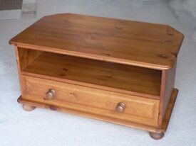 TV Unit, made by Cotswold Pine