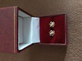 9 ct yellow gold stud earrings