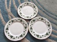 Duchess ivy dinner plates excellent condition
