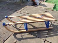 Wooden sledge, classic design