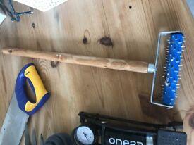 Wallpaper perforator tool