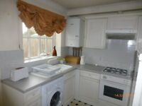 North Abingdon 2 bedroom Furnished House with garden & parking for 3 cars £900 month excluding bills