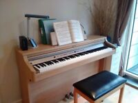 Roland HP102 piano 88 keys - excellent condition