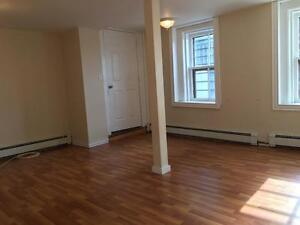 Bright and Spacious 1 Bed with Laundry