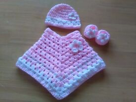 New baby poncho, hat and shoes set, first size