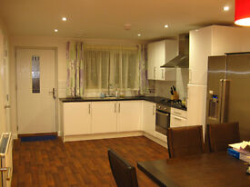 LUXURY Double ROOM TO LET IN NEW HOUSE FALLOWFIELD, All Bills Included