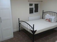 CLEAN AND HOMELY DOUBLE ROOM IN A RENEWED HOUSE, 5 MIN TO TUBE STATION, ZONE 2, £750 PER MONTH.