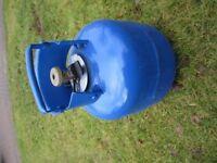 Calor gas 4.5Kg full butane cylinder Ideal for camping and single-burner cooking appliances.