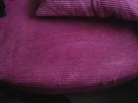 Round Pink Cuddle Sofa includes all Cushions , very good condition, bargain,