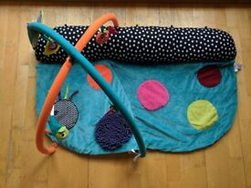 Mamas and Papas playmat - 4 in 1 tummy time play and explore