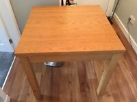 Table and 4 Chairs, table extends to seat 6 , 4 when folded excellent condition