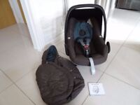 MAXI COSI PEBBLE CAR SEAT WITH FOOTMUFF IN EXCELLENT CONDITION