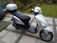 Piaggio Fly 125 Scooter