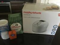 BARGAIN ONLY USED ONCE WITH FREE INGREDIENTS! Morphy Richards Select Daily Loaf Breadmaker