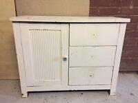 Chabby Chic Upcycling project - 3 drawer/1 cupboard side board