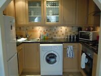 Top Floor Bright Large 3 Double Bedroom Flat Ideal for Students