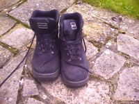 mens work boots size 7 or 43