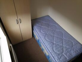 Great single and double rooms in salford all bills included