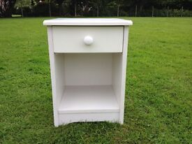 WHITE BEDSIDE CABINET ONLY USED SPARE BEDROOM