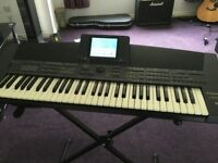 Technics sx-KN5000 Electric Keyboard with stand and learn to play books