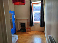 Cosy double bedroom available in 2-bedrooms flat, in lovely Morningside area
