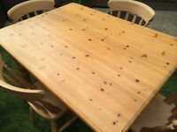 Cute solid wood farmhouse dining table with 4 fantastic farmhouse chairs, great condition
