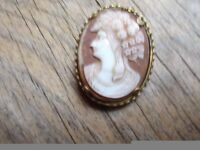 Pretty Cameo Brooch 9ct Gold Plate
