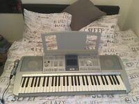 Yamaha Eletric Keyboard with microphone