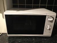 700W Microwave (Tesco) - Great conditon