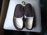 BRAND NEW, MENS BROWN SUEDE SLIPPERS SIZE 8, NEVER WORN